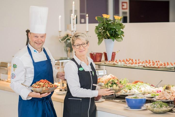 Ravintolanpitäjät Pekka ja Heini Tolppa Sylvin Salissa