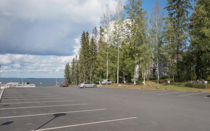 UKK-instituutin toinen pysäköintialue Näsijärvimaisemassa