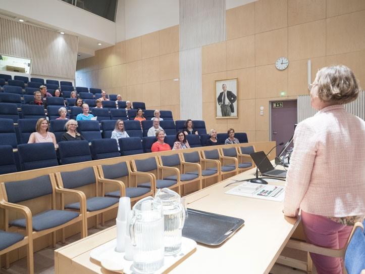 Auditorio Kaupinkoivu edestä kuvattuna