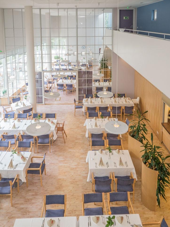 ravintolasali ylhäältä kuvattuna Sylvin Sali UKK-instituutti