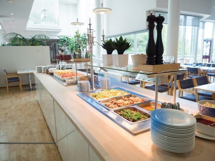 Sylvin Salin lounaslinjasto ravintolasaliin päin kuvattuna