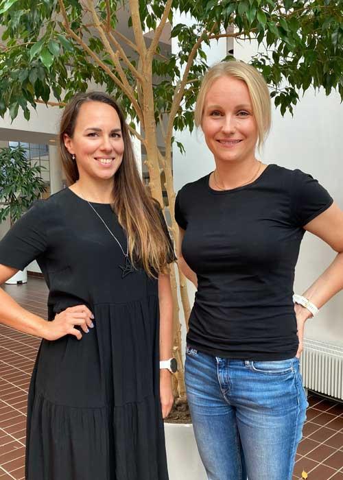 Mari Leppänen ja Kerttu Toivo UKK-instituutin aulassa.