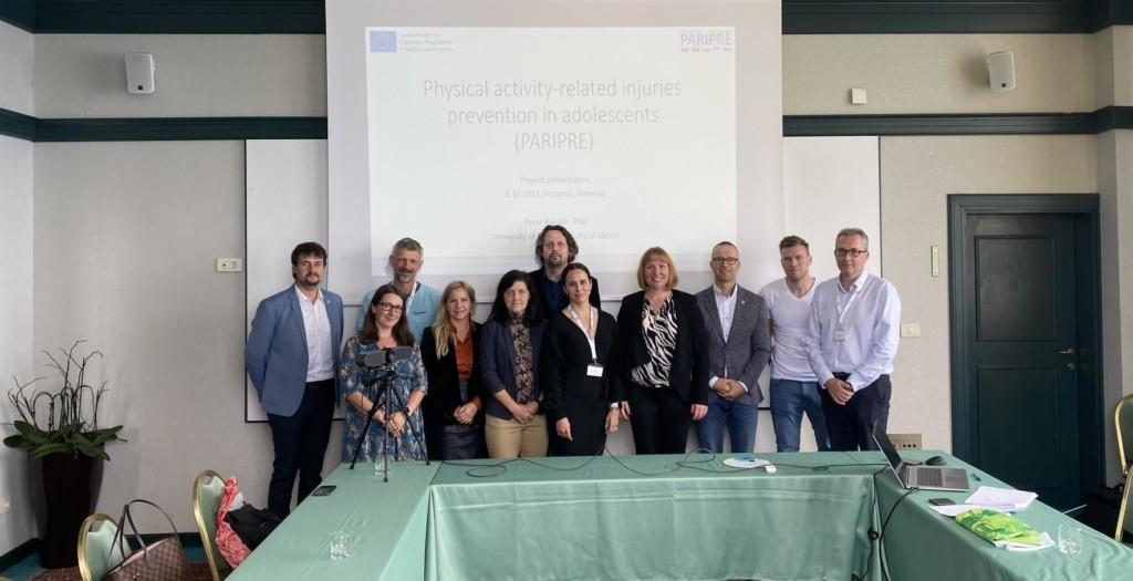 PARIPRE-projektin tiimi yhteiskuvassa Sloveniassa.
